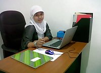 indonesian cewek jilbab kerja di kantor