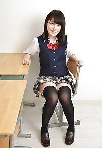 Japanese cute girl pantie shots (Rino) 28
