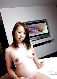 Pregnant japanese girl nude in public