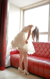 Chinese bride shows pussy