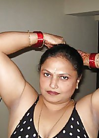 real  indian  aunty nude  booby   body