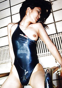 Japanese girls in swimsuits 2