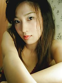 Sexy taiwanese girl spreading pussy