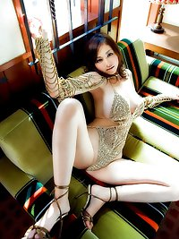 more hot Asian girls.