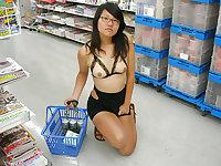 Japanese girl outdoor flashing and dildo play